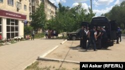 На похоронах продавца магазина «Паллада» Андрея Максименко. Актобе, 8 июня 2016 года.