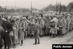 Soldați români capturați de austro-ungari, 1916