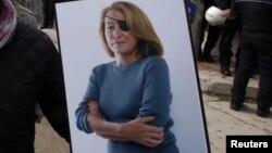 مری کالوین یک خبرنگار معروف امریکایی که در سال ۲۰۱۲ در شهر حمص سوریه کشته شد