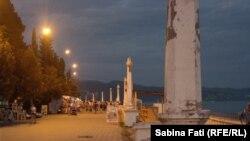 Abhazia, Georgia: Faleza la orele serii, Suhumi