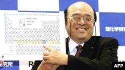 RIKEN институтында тикшеренү эшен җитәкләгән Косуке Морита 113нче химик элементны күрсәтә