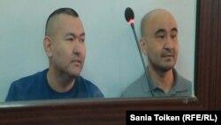 Гражданские активисты Талгат Аян и Макс Бокаев на суде по их делу. Атырау, 12 октября 2016 года.