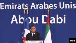 نیکولا سارکوزی رئیس جمهوری فرانسه در کنفرانسی مطبوعاتی در امارات متحده