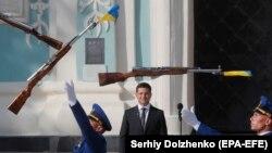 Владимир Зеленский во время празднования Дня флага, который отмечают накануне Дня независимости Украины. Киев, 23 августа 2019 года
