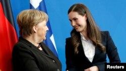 سانا مارین، نخستوزیر ۳۴ ساله فنلاند (سمت راست) و آنگلا مرکل، صدراعظم آلمان
