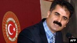 Турскиот пратеник Хусеин Ајгјун.
