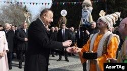 """Prezident Əliyev Novruz bayramında yumurta """"döyüşdürür"""""""
