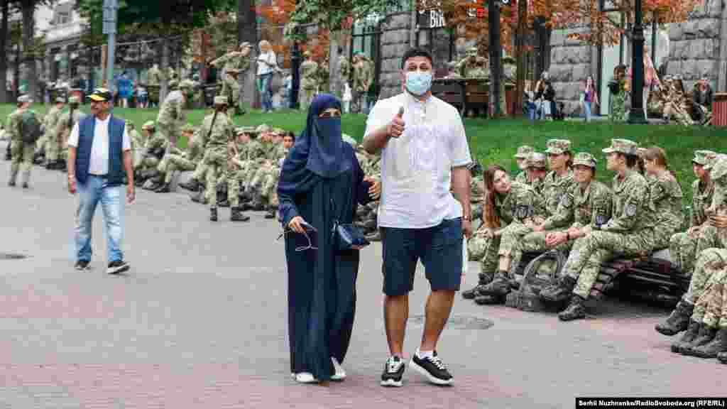 Туристам подобаються українські військові
