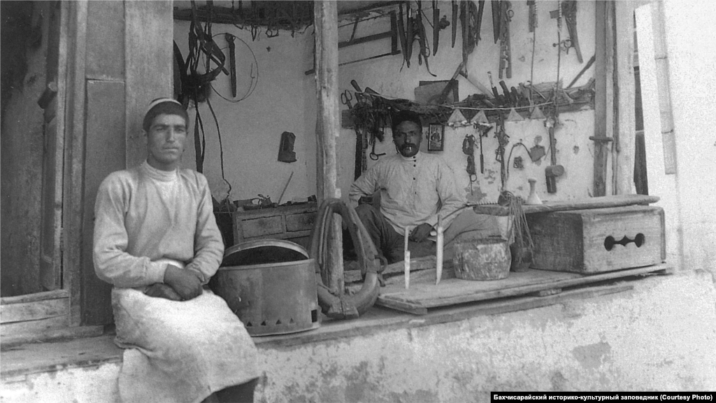 A saddler's shop in Bakhchysaray, 1920s. Horse breeding played a huge role in Crimean Tatar society, and horses always needed harnesses and saddles. During the period of the Crimean Khanate, from 1441 to 1783, the city of Qarasuvbazar (known today as Bilohirsk) was referred to as the capital of saddlers.