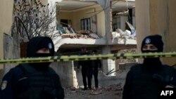 Турецкие полицейские в районе взрыва в турецкой провинции Диярбакыр. Иллюстративное фото.