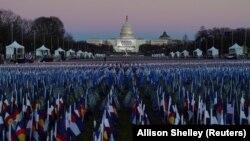 Ispred Kapitol Hila, mesta na kom će Joe Biden položiti zakletvu i preuzeti dužnost predsednika SAD, dan uoči ceremonije 19. januara 2021.