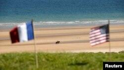 Пляж поблизу меморіалу у французькій Нормандії, фото 2014 року