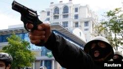 Сепаратист стріляє у прихильників єдності України, Одеса, 2 травня 2014 року