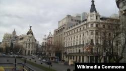 Calle de Alcalá в Мадриде, одна из центральных улиц столицы Испании