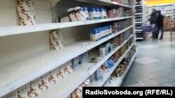 На полицях донецьких супермаркетів поменшало хіба що борошна