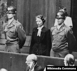 Nasist həkim, Ravensbryuk düşərgəsindəki tibbi eksperimentləri aparanlardan biri Herta Oberheuser Nürnberq məhkəməsi qarşısında. Ona 20 illik həbs cəzası verilir, 20 avqust 1947