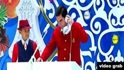 Президент Туркменистана Г.Бердымухамедов с внуком на новогоднем представлении, январь, 2017.