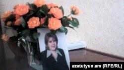 Հայաստան -- Իր բնակարանում սպանված 44-ամյա ուսուցչուհի Լուսինե Ղազարյանի լուսանկարը, Երեւան, արխիվ