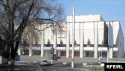 Казахский драматический театр имени Мухтара Ауэзова в городе Алматы.