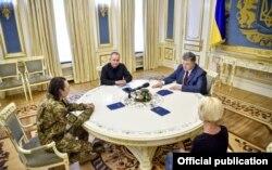 Иван Безъязыков после освобождения из плена встречался с Петром Порошенко