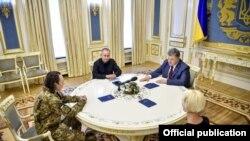 Іван Без'язиков після звільнення з полону зустрічався з Петром Порошенком