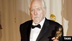 "Роберт Олтман со своим ""Оскаром"", 2006-ой год"