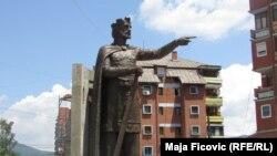 Spomenik kneza Lazara, Severna Mitrovica, jun 2016.