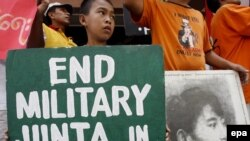 آنگ سان سوچی، رهبر مخالفان میانمار ۱۲ سال است که تحت بازداشت خانگی قرار دارد.
