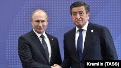 Владимир Путин менен Сооронбай Жээнбеков. 2019-жыл.
