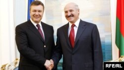 Віктор Янукович під час офіційного візиту до Мінська, 29 квітня 2010 року