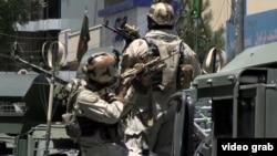 Ироқ элчихонасида террорчиларга қарши жанг қилаётган афғон ҳарбийлари.