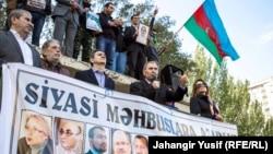 Озарбайжон пойтахтидаги мухолифат митингидан лавҳа, Боку, 2014 йилнинг 12 октябри.