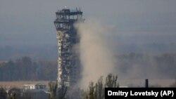 Вежа Міжнародного аеропорту «Донецьк» імені Сергія Прокоф'єва. Донецьк, 17 жовтня 2014 року