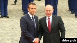 Fransiýanyň prezidenti Emmanuel Makron we Orsýetiň prezidenti Wladimir Putin. 29-njy maý, 2017 ý.