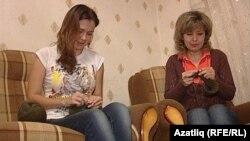 Әнфисә һәм Регина Әхмәтгалиевалар ятимнәргә җылы кием бәйли