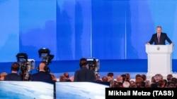 Președintele Putin prezentînd raportul despre starea națiunii la Moscova