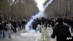 نمایی از تظاهرات مردم تهران در اعتراض به نتایج انتخابات در روز عاشورا