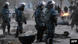 Жаңаөзен оқиғасы кезінде ол қалаға барған полицейлер. 18 желтоқсан 2011 жыл.