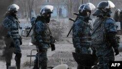 Солдаты специального отряда быстрого реагирования. Иллюстративное фото.