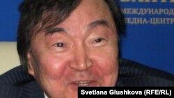 Олжас Сулейменов, поэт, постоянный представитель Казахстана в ЮНЕСКО. Астана, 14 декабря 2011 года.