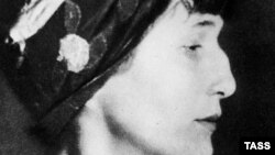 Picture of poet Anna Akhmatova