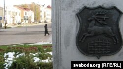 Гарадзенскі герб на гарадзкой вуліцы