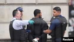 Pamje gjatë arrestimit të një personi dje në Londër