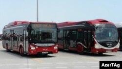 Fransadan gətirilmiş avtobuslar.