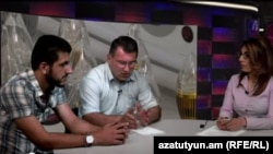 «Ժառանգություն» կուսակցության փոխնախագահ Արմեն Մարտիրոսյանն ու «Ո՛չ թալանին» նախաձեռնության անդամ Մաքսիմ Սարգսյանը «Ազատություն TV»-ի տաղավարում, 17-ը հունիսի, 2015թ.