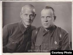 З сынам Барысам. 1942 год