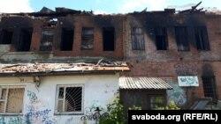 Будынак, у якім быў пажар, з тыльнага боку
