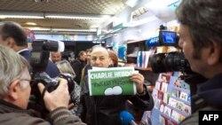 Prodaja satiričnog magazina Šarli Ebdo u Parizu, 14. januar 2015.
