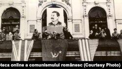 Mitingul organizat cu prilejul celei de a 27-a aniversări a Marii Revoluţii Socialiste. Bucureşti, 7 noiembrie 1944. Sursa:fototeca online a comunismului românesc; cota:31/1944