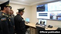 Ադրբեջանի պաշտպանության նախարար Զաքիր Հասանովն այցելել է Արբանյակային հաղորդակցությունների կառավարման կենտրոն, արխիվ